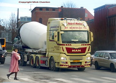 Pretty girl crosses the road in front of BRDR Nielsen MAN BT11876 articulated concrete mixer (sms88aec) Tags: brdr nielsen man bt11876 articulated concrete mixer