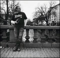 408 Instamatic-500 03 (rubbernglue) Tags: instamatic instamatic500 126film 38mm schneiderkreuznach hc110 2018 analog analogwithexif filmphotography bw blackandwhite bwfp uppsala sweden sverige blanconegro grain square nybron stitchedwithhugin