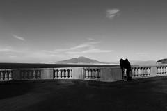 Torna a Surriento... (modestino68) Tags: bn bw coppia couple vesuvio vesuvius mare sea sorrento