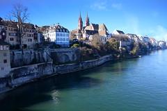 am Rhein 1 (Basel, CH) (pietro68bleu) Tags: ville bâle suisse cathédrale rives vieilleville fleuve