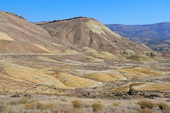 Main road into Painted Hills, Oregon (Eclectic Jack) Tags: eastern oregon trip october 2018 rural autumn fall mountains painted hills hill central