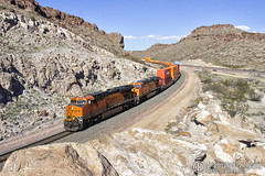 Kingman Approach 1 (Josh 223) Tags: kingmanarizona kingmancanyon transcon bnsf burlingtonnorthernsantafe freighttrain diesellocomotive kingman arizona az mojavecounty mojavedesert train railroad railway railroadphotography railfanning trainspotting