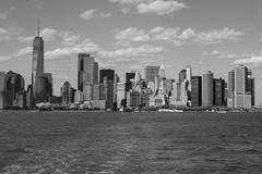 NYC Skyline (guidokpunkt) Tags: 2018 america amerika blackandwithe bluesky brooklyn building city clouds eastriver guidokpunkt life lifestyle manhatten newyork newyorkcity newyorkcitylife nyc qualitytime reisen river schatten shadow skyline sommer sonne street streetlife streetphotography sun travel urlaub usa vacation water wolken wonderfulplaces wood