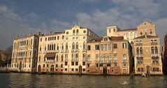 Façades vénitiennes (chriskatsie) Tags: venise venice venzia italie italy iralia maison house building water eau lagoon lagune light lumiere