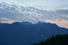 Sunset In The Mountains - 12 (Average Photographer 1992) Tags: landscapephotography landscapes landscape nikon nikonphotography nikonphotographer nikonuser nikonphoto nikond7200 nature naturephotography mountain mountains squamish seatoskygondola britishcolumbia britishcolumbiacanada canada tree trees august august2018 earth mountainrange mountainranges mountainscape scapes summer summer2018 vacation photography thechief skypilot sunset sunsets sunsetphotography