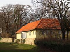 Schlossgarten Arnstadt Gärtnerhäuschen (germancute) Tags: outdoor arnstadt thuringia thüringen tree town neideck building school