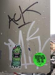 Barnslig (svennevenn) Tags: gatekunst streetart bergen stickers barnslig