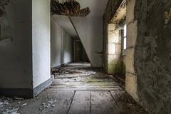 Couloir (ForgottenMelodies) Tags: urbex building decay abandonné exploration lost indoor urban pentax k3 oublié castle france abandoned europe forgotten derelict