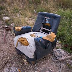 Fotos móviles #466 (Rubén Pinella) Tags: sillón abandono roto pastizal mugre basura rubénpinella