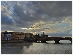 Carraia (Ottoclick) Tags: ponte firenze bridge florence tramonto nuvole clouds river fiume