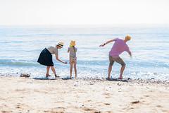 Skimming Stones - Brighton (Acutogirl (Sandra Roberts)) Tags: brighton family sea beach beachscene