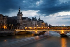 Conciergerie & Pont au Change, Paris (www.fromentinjulien.com) Tags: fromus75 fromus fromentinjulien fromentin flickr view exposure shot hdr dri manual blending digital raw photography photo art photoshop lightroom photomatix french francais light traitements effets effects world europe france paris parisien parisian capitale capital ville city town città cuida colocación monument history 2019 photographe photographer eos canon fullframe full frame ff urban travel architecture cityscape 5d 5dmarkiv 2470 2470mm ef2470isusm seine conciergerie pontauchange