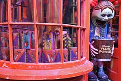 Harry Potter - Diagon Alley Weasley Wizard Wheezes (raluistro) Tags: london london2018 europe harrypotter diagonalley warnerbrothersstudios