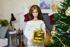 Erin in new roombox (Annabeth R.) Tags: doll integrity toys fashion royalty fr nuface nu face erin salston full speed supermodel collection convention 16 scale diorama roombox new year christmas tree fireplace sofa gifts