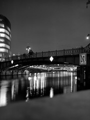 Weidendammer Brücke (ucn) Tags: zeissikondonata2277u tessar135cmf45 berlin mitte nacht night weidendammerbrücke spree 9x12