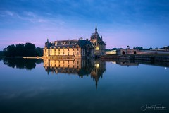 Château de Chantilly, Picardie (www.fromentinjulien.com) Tags: fromus75 fromus fromentinjulien fromentin flickr view exposure shot hdr dri manual blending digital raw photography photo art photoshop lightroom photomatix french francais light traitements effets effects world europe france hautsdefrance picardie oise chantilly capitale capital ville city town città cuida colocación monument history 2019 photographe photographer eos canon fullframe full frame ff 1635mm 1635 canonef1635mmf4l canon1635mf4 urban travel architecture cityscape 6d bluehour twilight chateau castle chateaudechantilly water reflection reflet