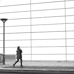 The zen woman (pascalcolin1) Tags: paris13 femme woman zen mur wall réverbère lamppost photoderue streetview urbanarte noiretblanc blackandwhite photopascalcolin 50mm canon50mm canon