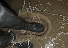 Splash! (essex_mud_explorer) Tags: black coarsefisher rubber thigh boots waders thighboots thighwaders rubberboots rubberwaders gates uniroyal hunter madeinscotland madeinbritain cuissardes watstiefel rubberlaarzen gummistiefel