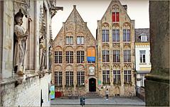 Depuis l'Hôtel de ville de Damme, Belgium (claude lina) Tags: claudelina belgium belgique belgië damme maisons houses architecture statue