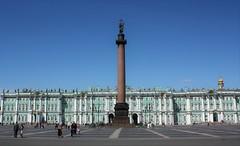 Plaza del Palacio.El museo de El Hermitage. (melamasso) Tags: plaza museohermitage columna granito