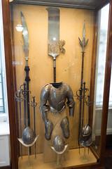 Armour and halberds (quinet) Tags: 2017 antik antiquitäten england helm london rüstung wallacecollection ancien antique armour armure casque helmet militaire military militärische museum musée