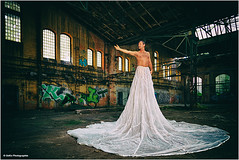 richtungsweisend (geka_photo) Tags: gekaphoto anjos andreas model lostplace abandonedplace fallschirm