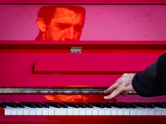 Pianiste de rue (jeff_006) Tags: portrait music musician piano artist instrument street reflection reflexion keyboard red color rouge couleur lacquer lacque peformance telephoto hand main finger key doigt touche téléobjectif olympus omd em5 40150 40150f28 u43 μ43 micro43 head tête face visage