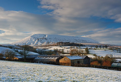 Pendle in winter (images@twiston) Tags: pendlehill twiston ribblevalley winter snow hillfoot farm barn cold rural pendle landscape lancashire whale back fields moor moorland farmland field countryside whaleback imagestwiston forestofbowland aonb nisi cpl polarizer gnd neutraldensity grad