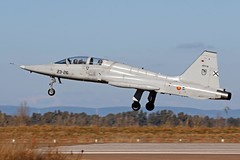 F-5 Ala 23 (Ejército del Aire Ministerio de Defensa España) Tags: aviación aviation militar military avión aeronave aircraft airplane ejércitodelaire fuerzaaérea airforce airbase baseaérea caza jet fighter f5 northropf5m freedomfighter ae9