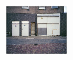 ** (ha*voc) Tags: mamiya7ii 65mm rangefinder film 120 mediumformat 6x7 kodakektar100 urban katwijk silence empty mundane
