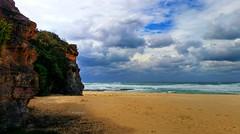 Rennies beach III (elphweb) Tags: hdr highdynamicrange nsw australia coast coastal sea ocean water beach seaside clouds cloudy skies sky waves