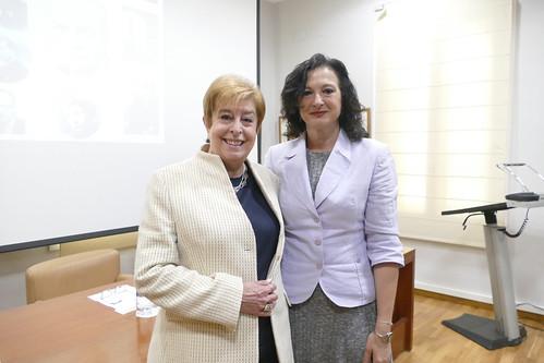 Eva Gaos, hija del poeta y profesor Vicente Gaos, junto a Ana Noguera