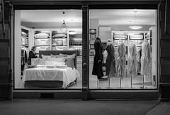Au revoir Messieurs... (Clydomatic) Tags: devanture vitrine commerce magasin mannequin lit