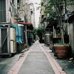 路地 (soreikea) Tags: 2016 zenzabronica s2 film analog kodak portra160 taipei taiwan travel 台北
