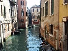 Judería de Venecia (EduOrtÍn.) Tags: canal agua edificio barca venecia italia góndola