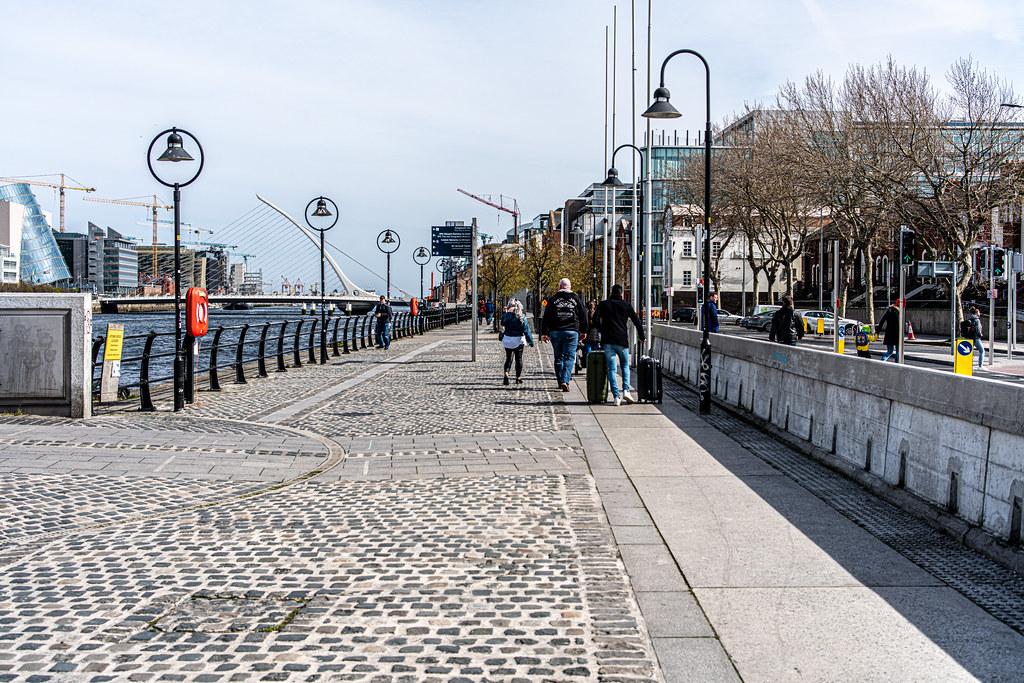 A WALK ALONG SIR JOHN ROGERSON'S QUAY [DUBLIN DOCKLANDS]-151585