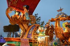 Mickey, Minnie, Daisy & Goofy (CoasterMadMatt) Tags: parcdisneyland2018 parcdisneyland disneylandpark2018 disneylandpark parc disneyland park parcdesthèmes parcdthèmes parcdamuse parcdattractions amuse thèmes themepark amusementpark theme amusement parks parcsàthèmefrançais frenchthemeparks disneystarsonparade disney stars parade mickeymouse minniemouse daisyduck goofy dingo mickey mouse minnie daisy duck lumières lights éclairé illuminé illumination illuminated atnight lanuit disneythemeparks disneylandparis eurodisney paris marnelavallée îledefrance france f leurope europe december2018 winter2018 december winter 2018 coastermadmattphotography coastermadmatt photography photos photographs nikond3200