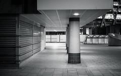 (numéro six) Tags: urban urbano urbain night nuit noite architecture arquitetura wb bw nb ladéfense paris france