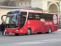 Mia san mia (magro_kr) Tags: monachium munich münchen munchen muenchen niemcy germany deutschland bawaria bavaria bayern man autobus pojazd bus vehicle