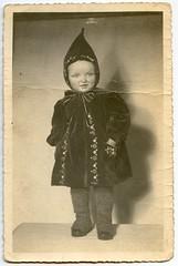 . (Kaïopai°) Tags: old alt vintage kindermode mütze kindermütze mantel portraiture portrait