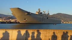 Colas para ver al buque Juan Carlos I en Getxo (carlosolmedillas) Tags: juan carlos juancarlosi portaviones porta aviones getxo buque armada barco cola colas