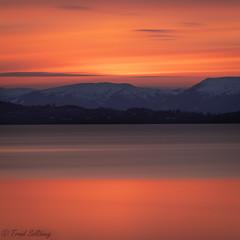 Sunset by the Trondheimsfjord (Trond Sollihaug) Tags: skatval stjørdal trondelag trøndelag trondheimsfjord sunset seaside water