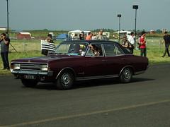 Opel Commodore A 2.5 Melun-Villaroche (77 Seine et Marne) 09-06-18a (mugicalin) Tags: fujifilm fujifilmfinepix fujifilmfinepixs1 s1 finepixs1 finepix aq 570 bw germancar voitureallemande berline opel opelclassic classiccar lalocomotionenfête lalocomotionenfête2018 2018 77 seineetmarne melun melunvillaroche opelcommodore opelcommodorea 10fav 6cyl 6cylmotor 6cylengine