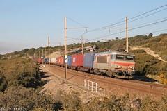 Soleil levant pour la BB 22368 (elise_vdbrc) Tags: locomotive chemindefer railway ferroviaire bouchesdurhône france sncf bb22200 venissieux marseille saintchamas naviland train