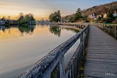 Celestial Painting (PhilR1000) Tags: marshlock henleyonthames river water sunset footpath bridge riverthames longexposure bigstopper