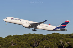 Airbus A350-941 PR-XTH Latam Brasil (msd_aviation) Tags: airbus airbusa350 a350 a350xwb airbus350 a350900 latam latambrasil tam brasil prxth barcelona elprat airport joseptarradellas bcn lebl aviation aviationpics aviationfans aviationlovers aviationgeeks aviationphotos spotting spotters aviation4u planespotting planespotters aircraft airplane civilaviation