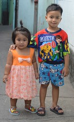 brother and sister colorfully dressed (the foreign photographer - ฝรั่งถ่) Tags: brother sister colorfully dressed khlong bang bua portraits bangkhen bangkok thailand nikon d3200