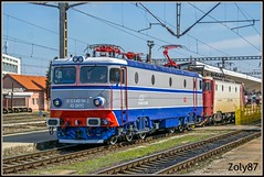 91-53-0-40-0194-3 (Zoly060-DA) Tags: romania cluj napoca station cfr calatori passenger service electric locomotive electroputere craiova co 5100 kw 120 kmh license asea sweden 126 tonnes repaired scrl depot 40 0194 3 lines line rail rails blue red grey white green yellow platform traction engine test run led pantograph bogies railway