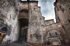 Perugia (Aránzazu Vel) Tags: perugia italia architecture architettura urban città city arco umbria