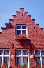 Windows in Bruges (mammut2005) Tags: belgium belgique flemish flanders bruges brugge architecture windows bricks red